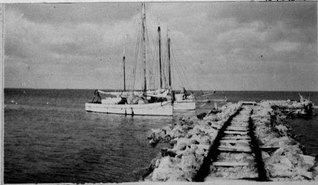 Stone Jetty with fishing boats Rat Island - slwa_b3740435_1