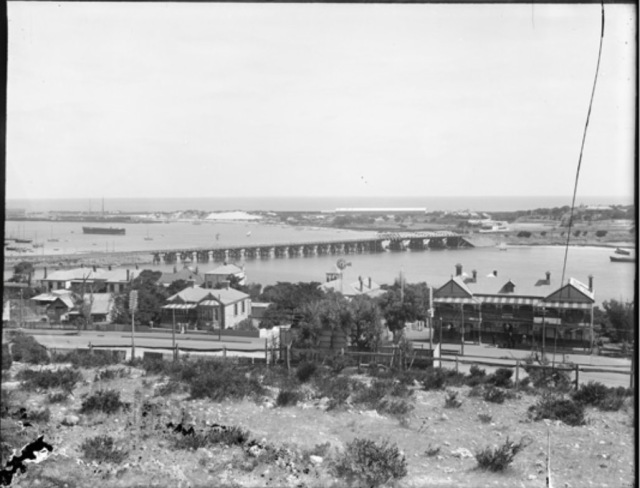 View of Riverside Road Fremantle to rail bridge 1907