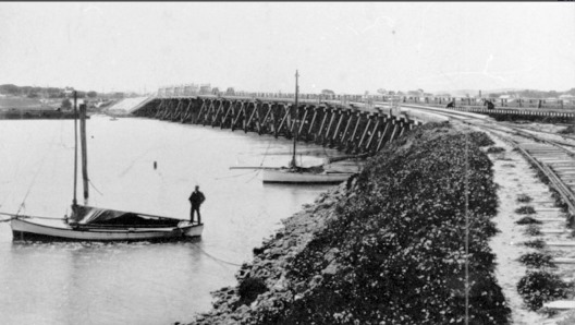 1905 rail bridge looking south from northern embankment low res