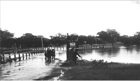 1926 flood - Guildford bridge and swan river flooding low res
